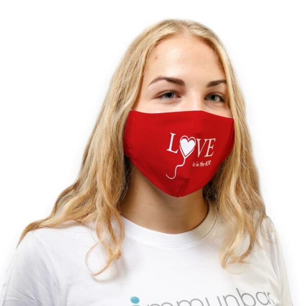 Jana_Shop_mit_roter_love_is_in_the_air_Maske