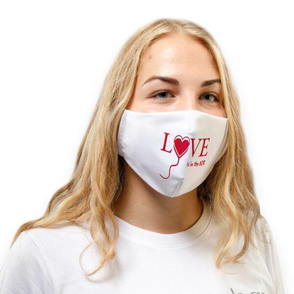 IB_Jana_Shop_mit_weißer_love_is_in_the_air_Maske